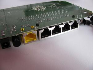 Netgear WNR1000v3:gniazda RJ45 FTP